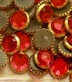 Oferta la 9 Lei + TVA Cristale de Lipit Swarovski, 16 mm, Culoare: Light Siam (144 buc/pachet)Cod: 2013