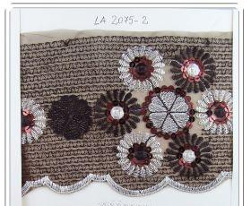 Dantela, latime 10 cm (10 metri/rola) Cod: 3826 Pasmanterie LA2075 Maro (14 m/rola)
