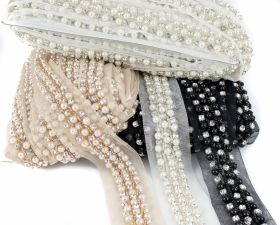 Pasmanterie Trim/Border with Pearls, Rhinestonesand Beads (11.4 yds/roll)Code: C17533